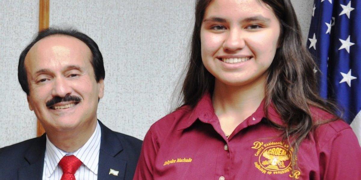 Alcalde de Mayagüez reconoce estudiante con mayor puntuación en el College Board