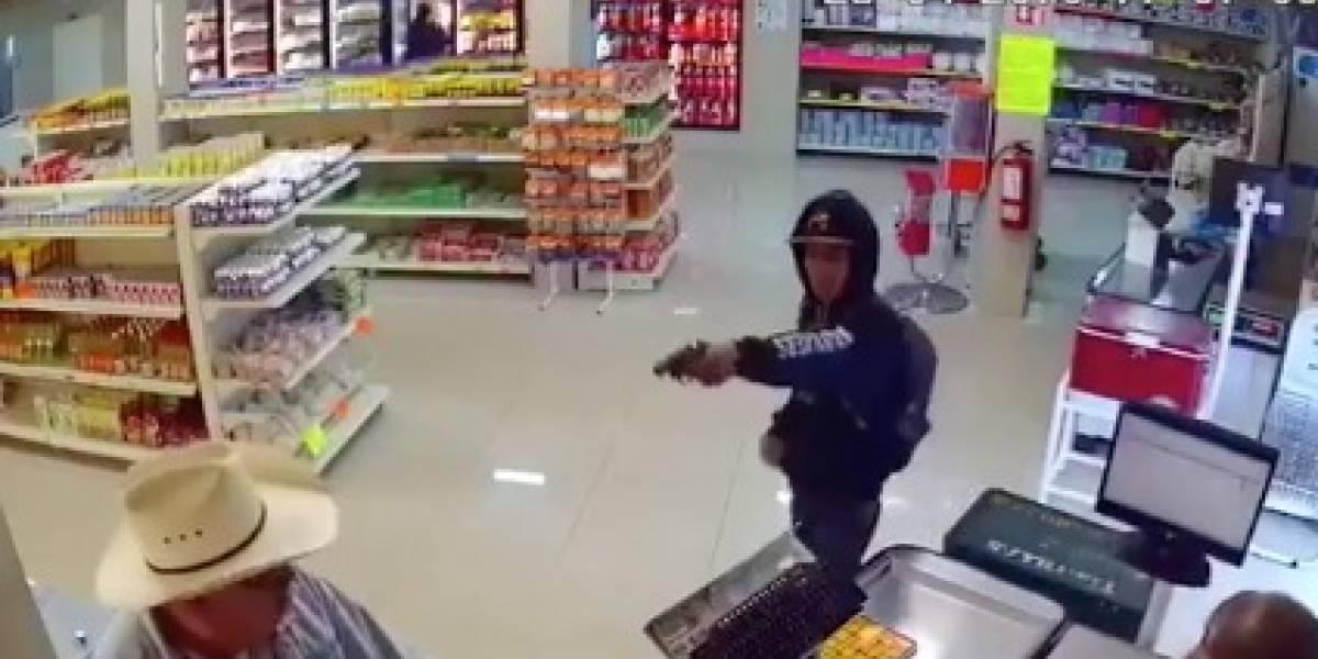 Cliente y empleados frustran robo en carnicería; los acusan de maltrato