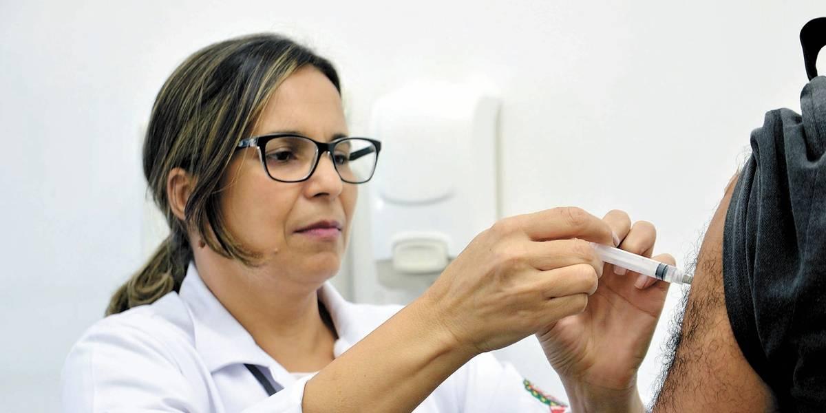Público de vacinação contra gripe é ampliado em SP