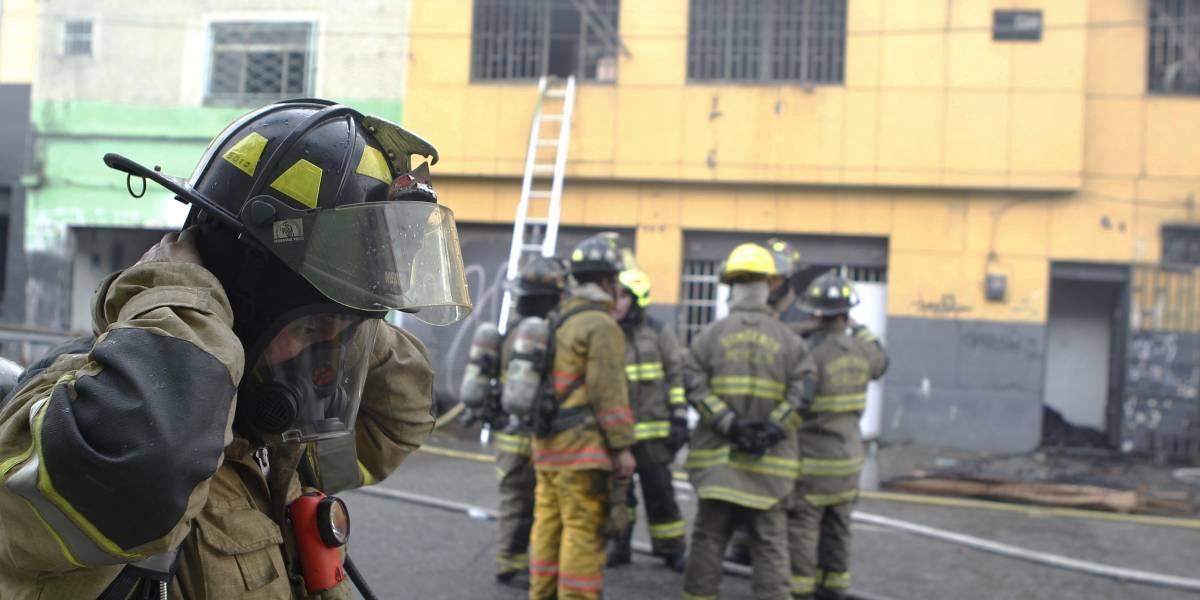 Bomberos de Medellín resultaron heridos al quedar en medio de una explosión