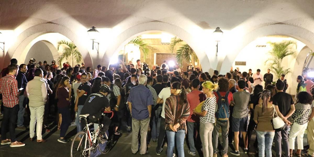 Realizan 'vigilia' pacífica en Jalisco por el asesinato de tres estudiantes de cine