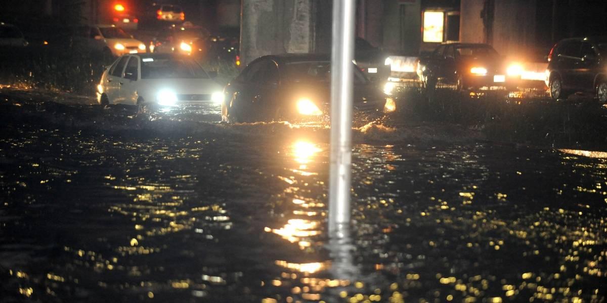 Lluvias provocan tránsito lento en la Ciudad de México