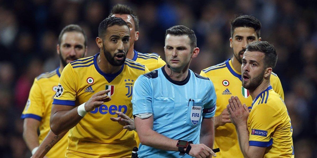 Árbitro que cobró el polémico penal para Real Madrid ante Juventus dirigirá a Alexis en la final de la FA Cup