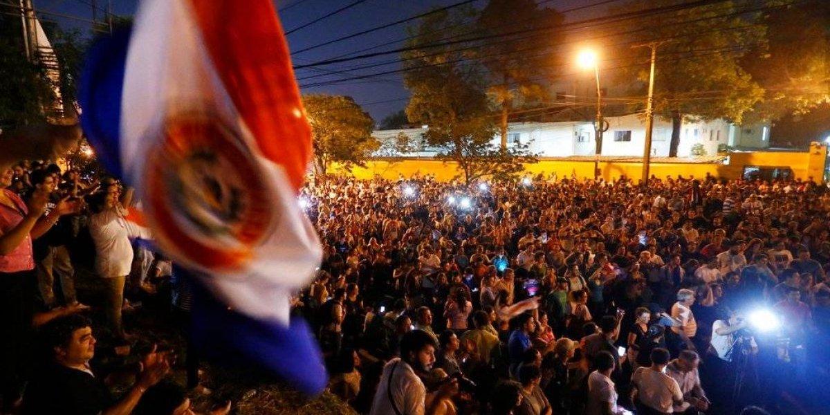 Paraguay: miles de personas protestan acusando irregularidades en elección