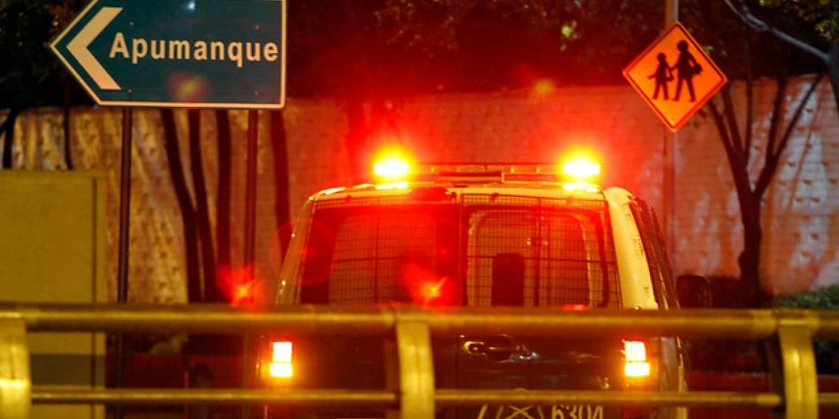 Violento asalto en Las Condes termina en persecución con choque y un detenido