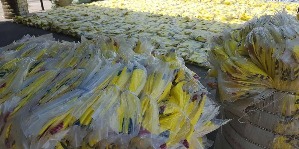 Decomisan cargamento con 180 mil camisetas chimbas de la Selección Colombia