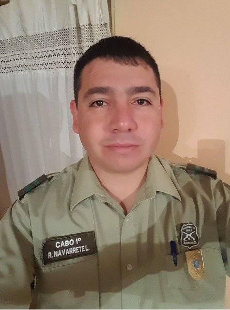 Se trata del Cabo 1º Rene Alejandro Navarrete López, quien pese a ser baleado en sus dos piernas, siguió en acción. Ahora se encuentra hospitalizado.