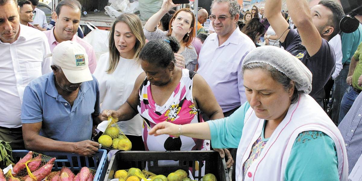 Santo André amplia troca de lixo reciclável por comida