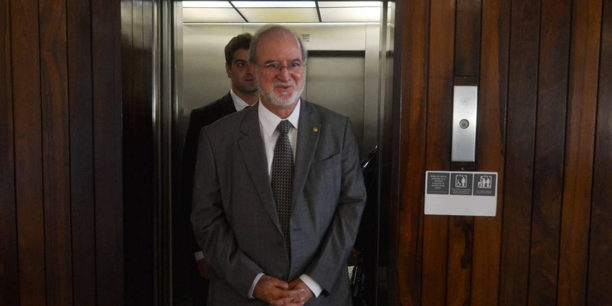 Eduardo Azeredo se entrega à Polícia Civil em BH