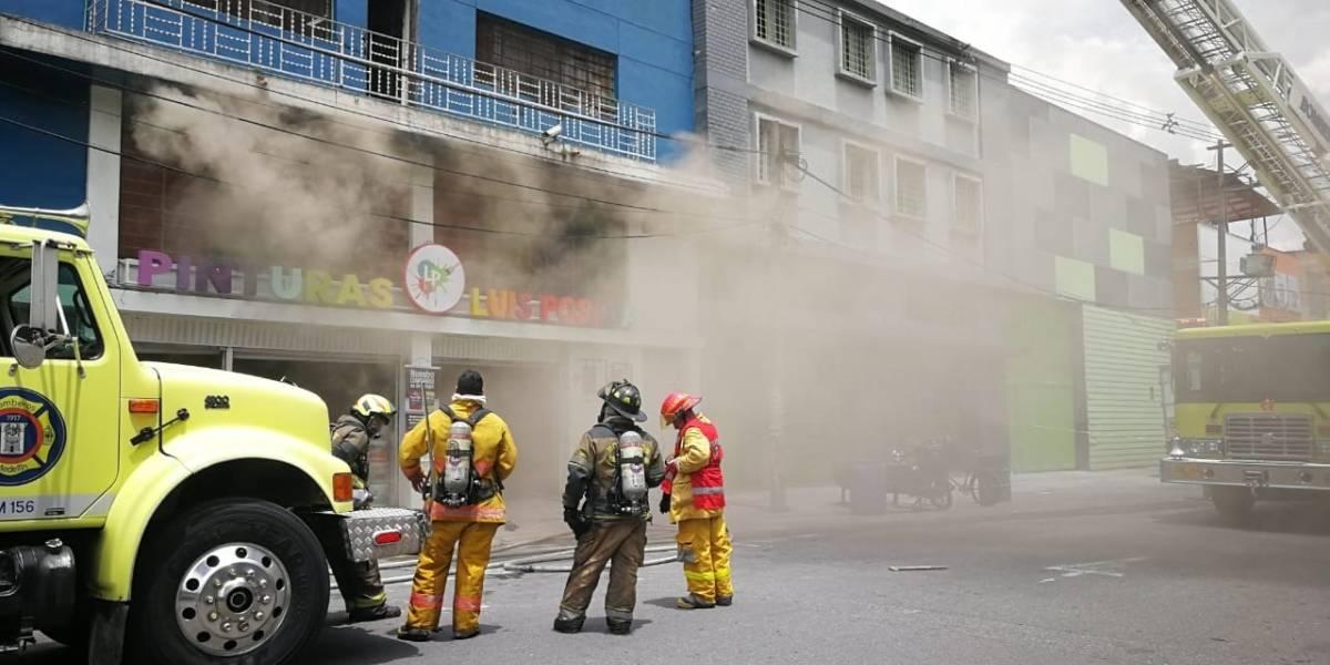 Incendio en el centro de Medellín ha dejado 13 personas lesionadas, entre ellas el director del Dagrd