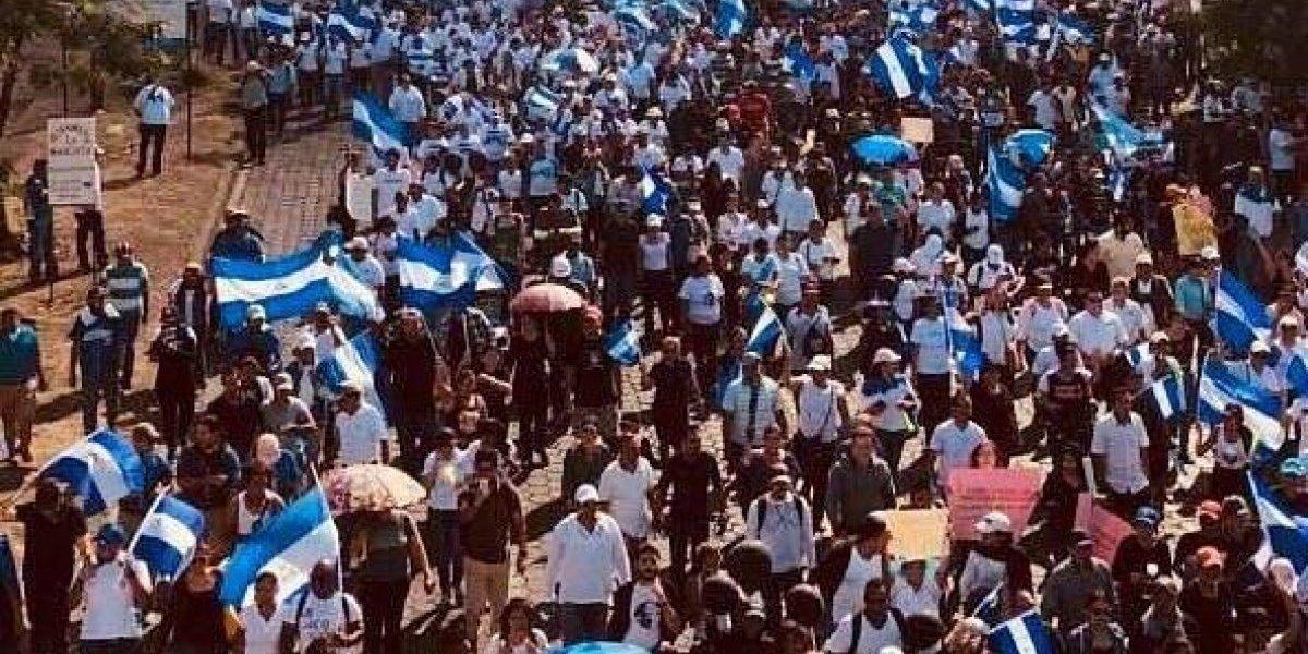 Nicaragua sigue en la calle pese  a revocación de polémica reforma