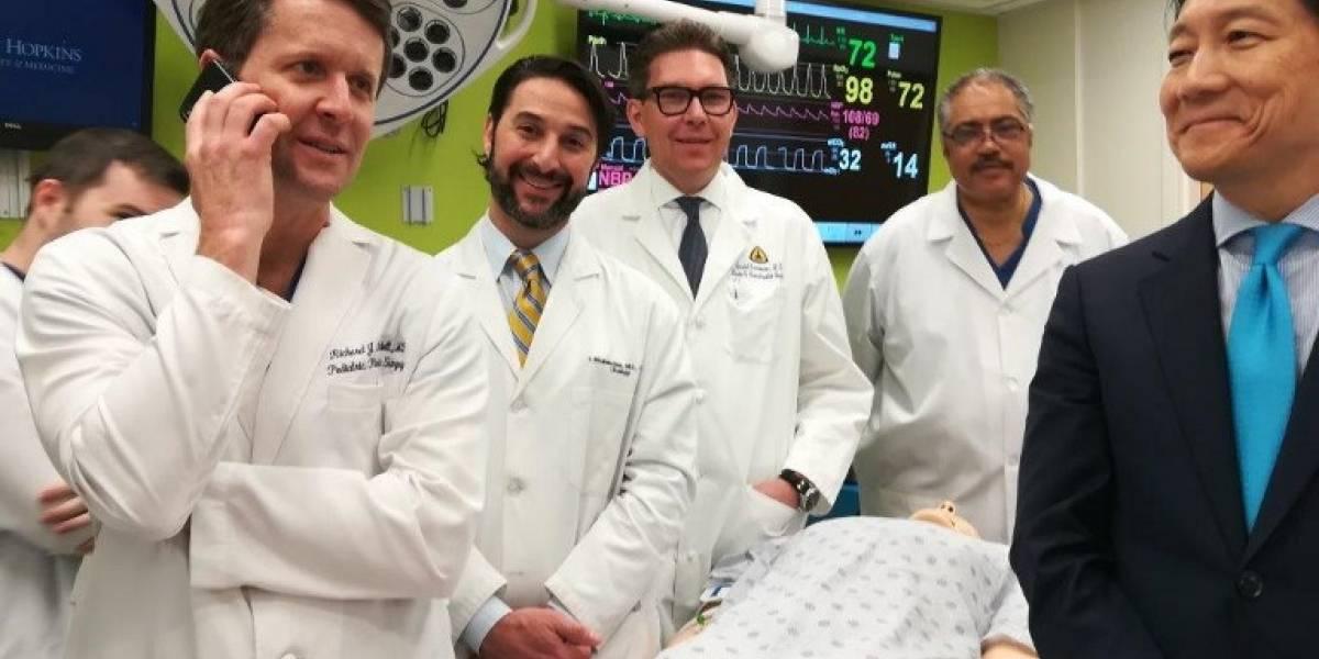 Realizan el primer trasplante mundial de pene y escroto en el mundo