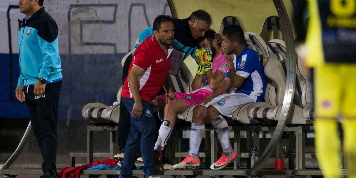 Paulo Garcés respira: estará solo dos semanas sin jugar tras sufrir esguince en la rodilla izquierda