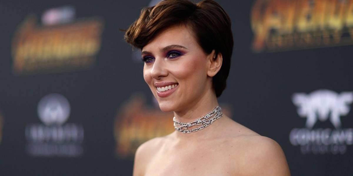 Scarlett Johansson assume namoro no tapete vermelho de Vingadores: Guerra Infinita