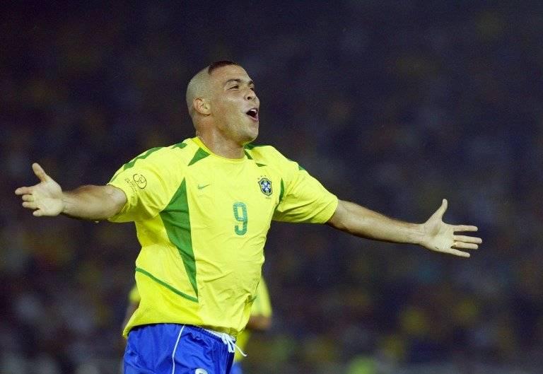 Ronaldo Nazario, festeja una anotación