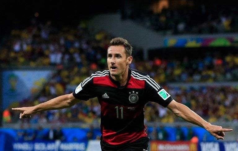 Klose, celebra un gol en Brasil 2014