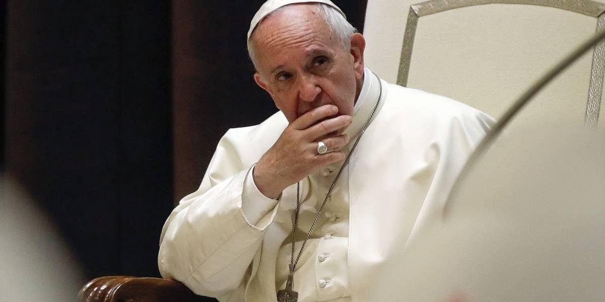 """Vaticano confirma reunión del Papa con víctimas de Karadima: """"Quiere pedirles perdón, compartir su dolor y su vergüenza por lo que han sufrido"""""""