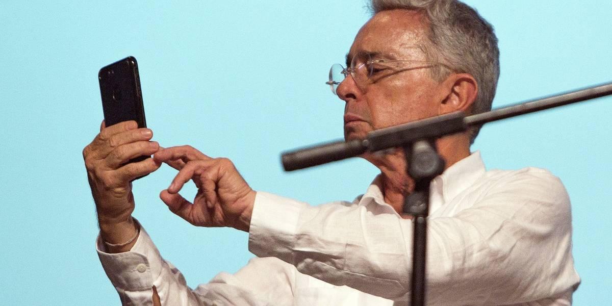 Las respuestas del representante al que iban a escuchar en el teléfono de Álvaro Uribe