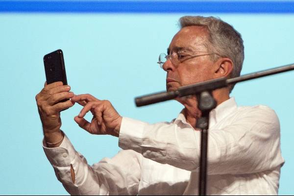 Los argumentos de Uribe que el juez desechó en audiencia contra Arias