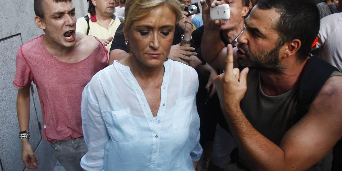 Dimite por robar cremas en un súper y no por falsear un máster: el escándalo de la presidenta de la Comunidad de Madrid