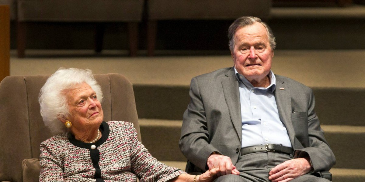 Bush padre sale de cuidados intensivos al continuar mejoría en Houston
