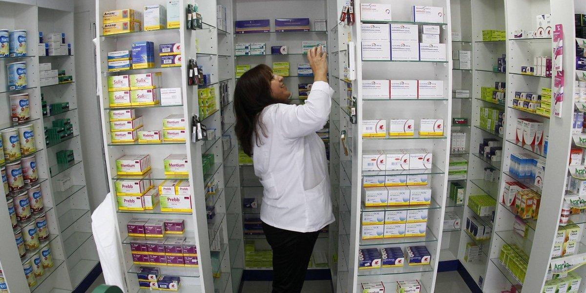 """""""Somos la primera línea y ni siquiera nos aseguran mascarillas"""": trabajadores de farmacias denuncian nula protección de empresas e indolencia de autoridades por posibles contagios"""