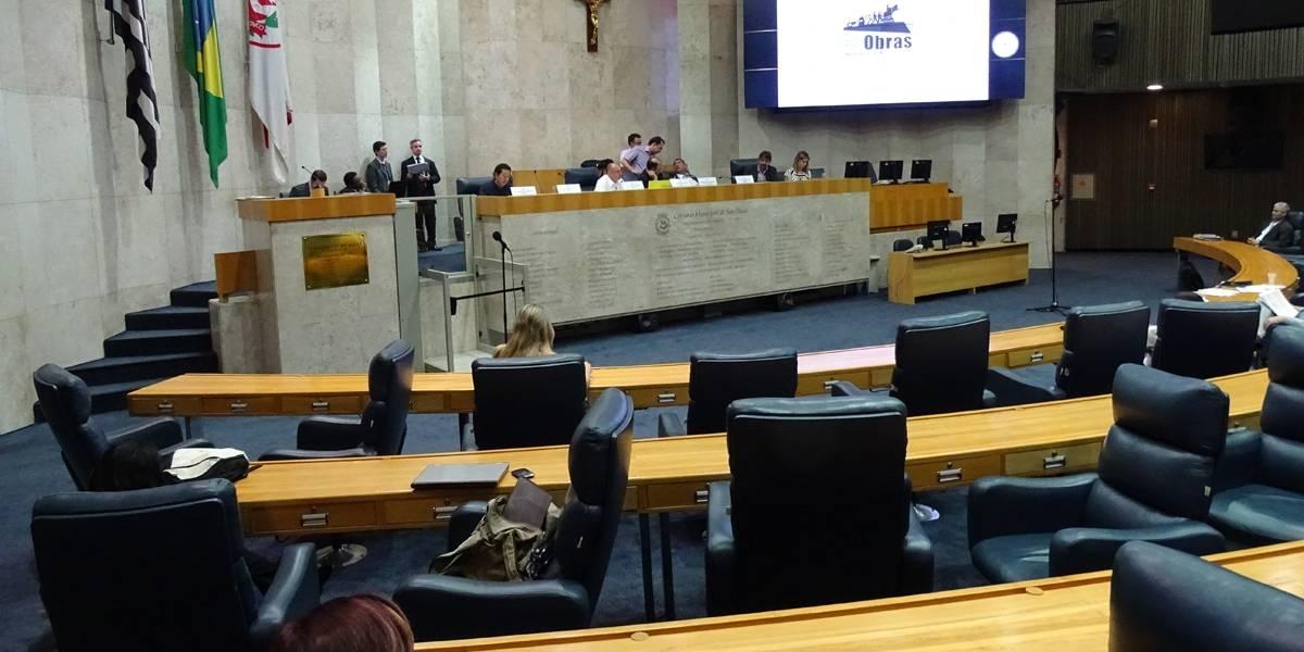 Vereadores aumentam orçamento da Câmara e reduzem repasse aos ônibus