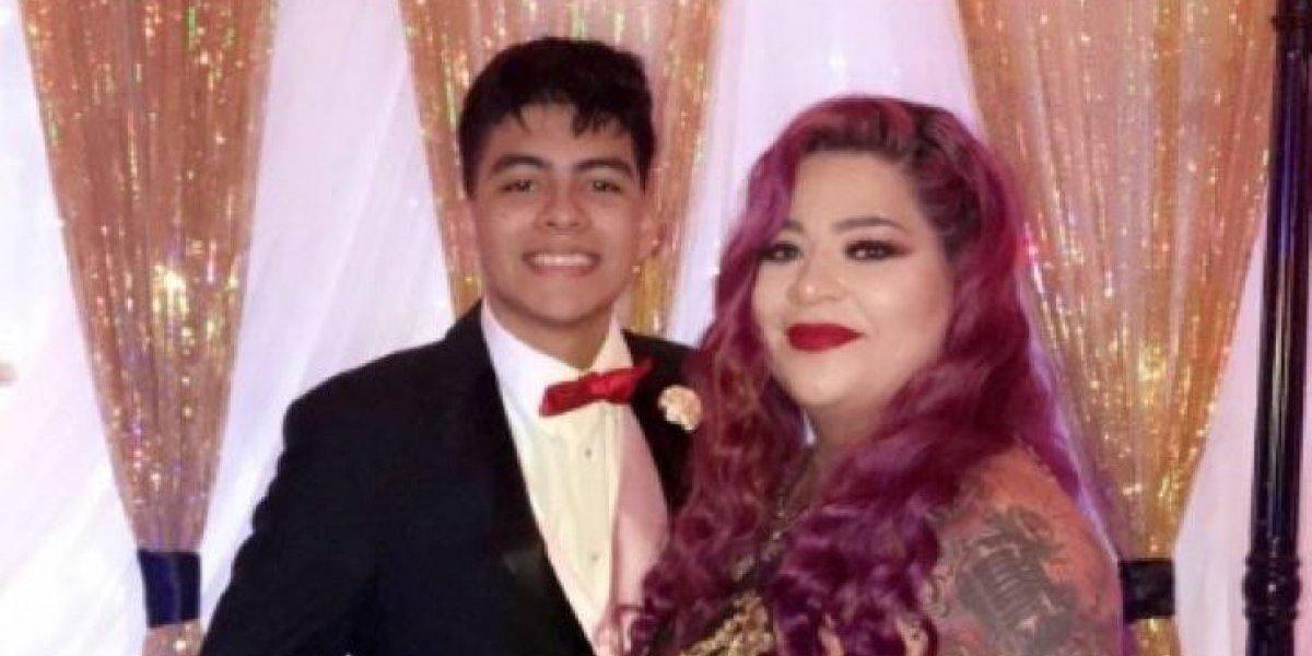 Sua mãe não teve festa de formatura por conta da gravidez e 18 anos depois ele resolve dar a ela a melhor noite