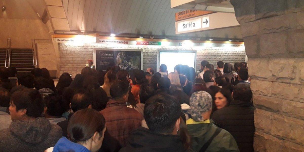 Pasajeros furiosos con Metro: reportan retrasos de 30 a 40 minutos por baja frecuencia en Líneas 2 y 5