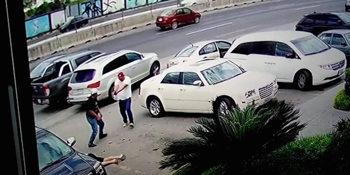 Ejecutan a hombre al salir de carnicería en Monterrey