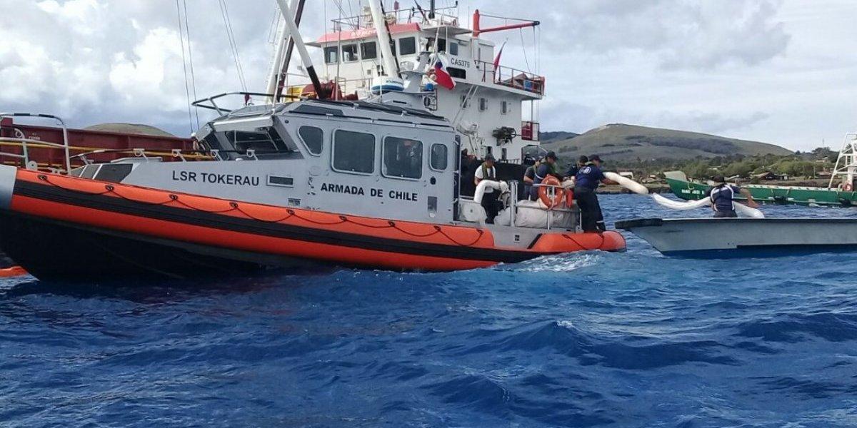 Armada controla derrame de petróleo tras colisión de dos embarcaciones en Isla de Pascua