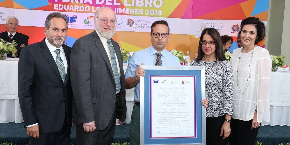 "Carlos Esteban Deive, ganador ""Premio Nacional Feria del Libro Eduardo León Jimenes"""