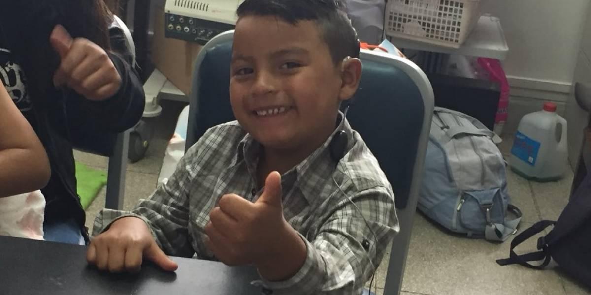 Cuenca: Niños escuchan por primera vez gracias a cirugía