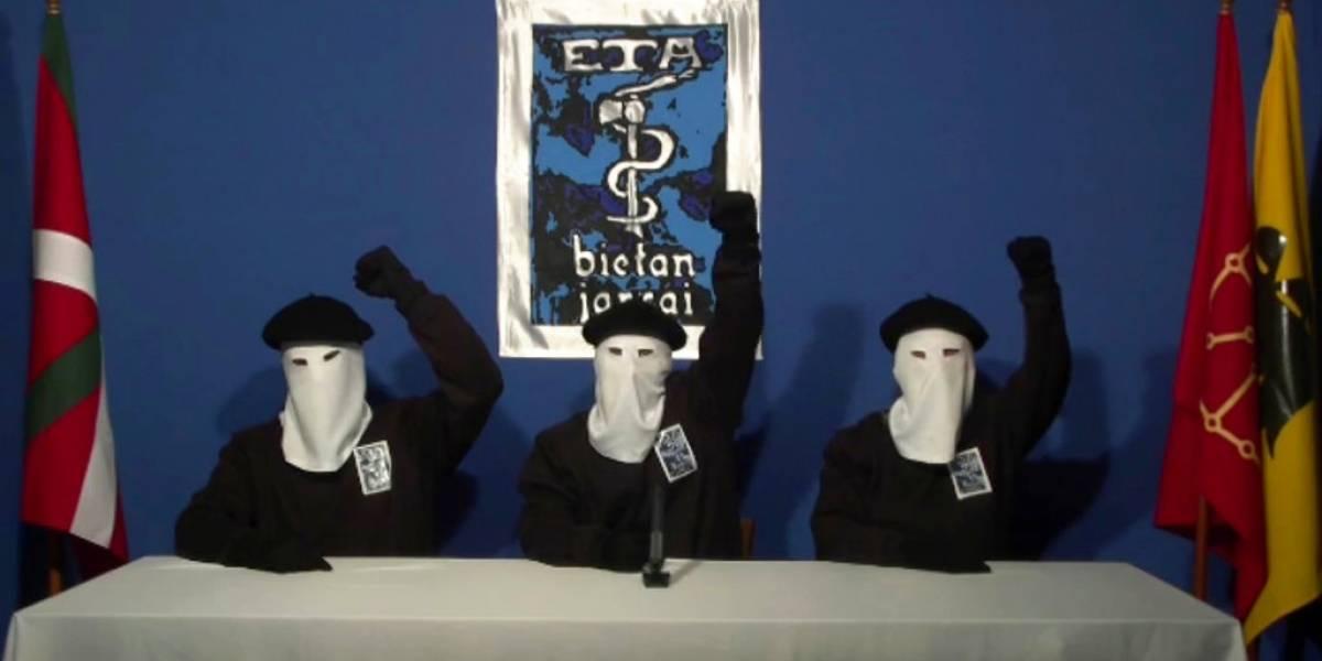 ETA entrega armas a las autoridades francesas antes de su disolución