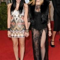 Hija de Madonna luce bikini y deja al descubierto que no se depila