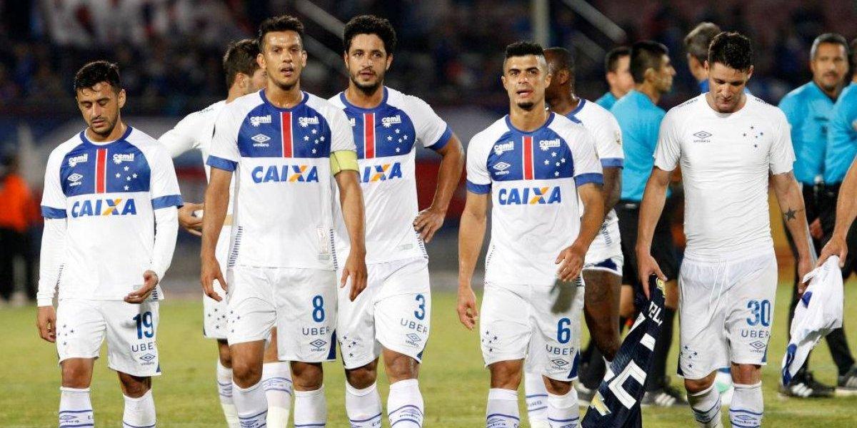 Hinchas de Cruzeiro acusan el mal momento y hacen irónico llamado a sus jugadores para el duelo con la U