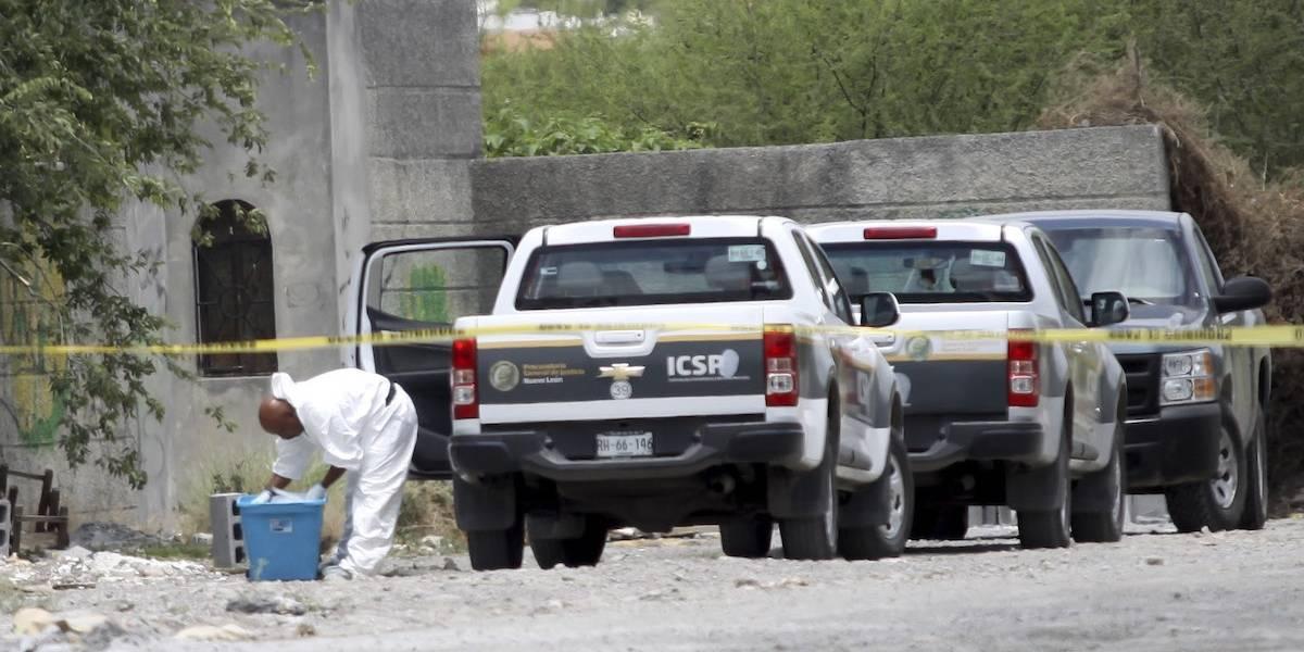 Localizan cuerpo calcinado en camioneta en Monterrey