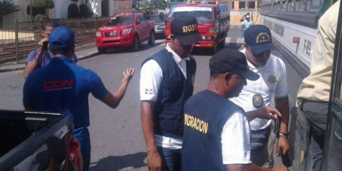 Migración detiene a más de 400 extranjeros en Monte Plata y Sánchez Ramírez