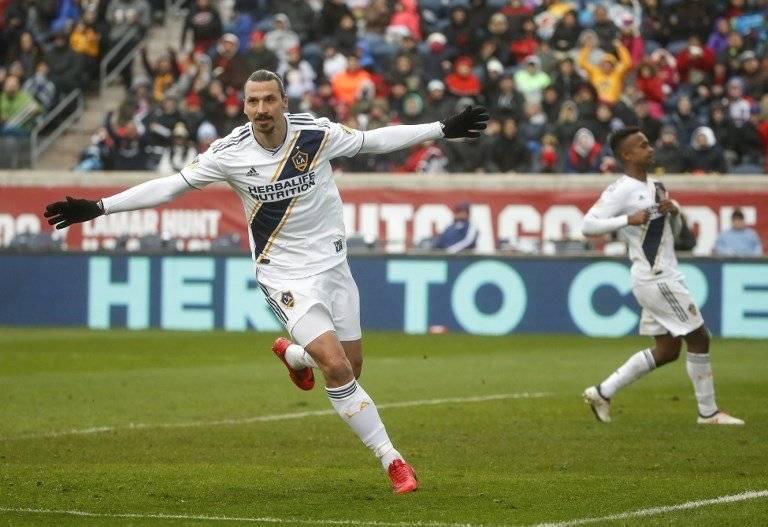 Ibrahimovic celebra uno de sus goles con el Galaxy