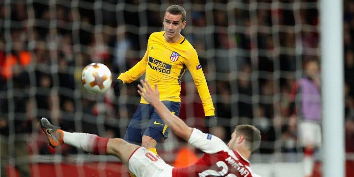 Atleti sale con vida de la casa del Arsenal