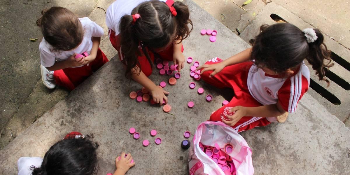 Vecinos del barrio El Piloto estrenarán mural de tapas plásticas