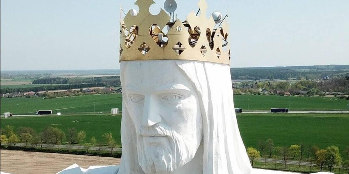 ¿Señal divina? Usan Cristo gigante como antena de WiFi en Polonia