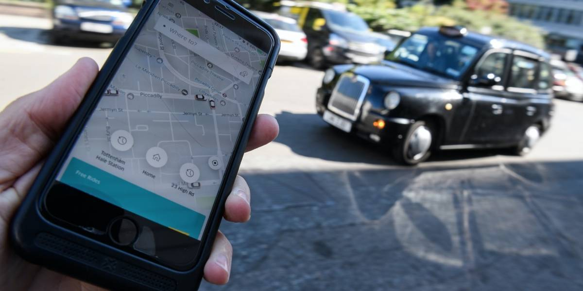 Taxistas de México protestan por los nuevos taxímetros que les ayudarán a competir contra Uber