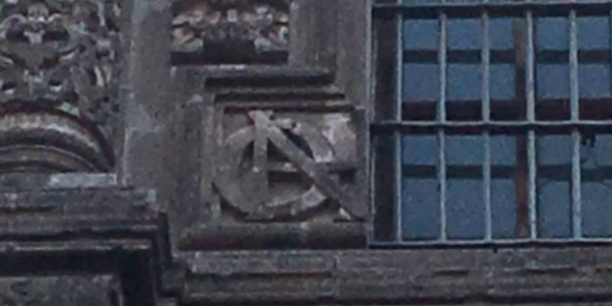 ¿Qué hace el logo de los Avengers en un edificio del Centro Histórico?