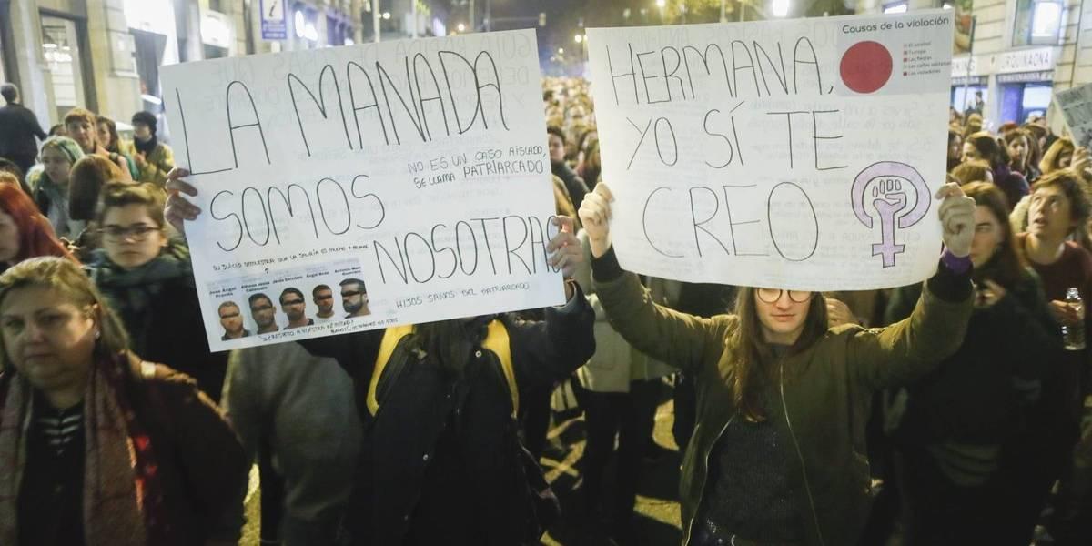 """Sentencia al grupo """"La Manada"""" por violar a una joven provoca indignación en España"""