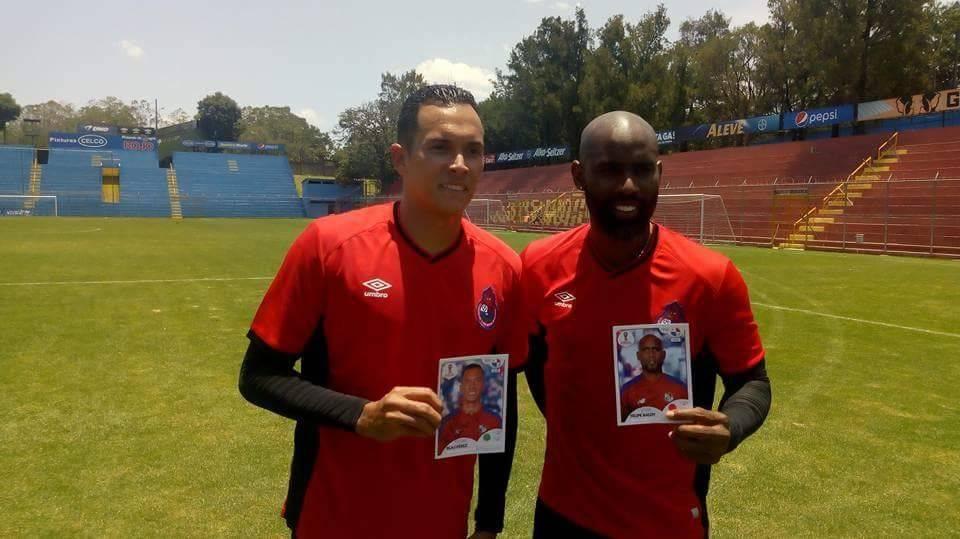 Blas Pérez y Felipe Baloy en el entreno rojo