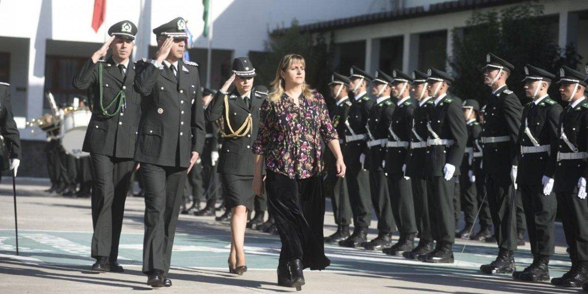 30 cadetes recibieron sus espadines: por primera vez una mujer encabeza acto en Gendarmería de Chile