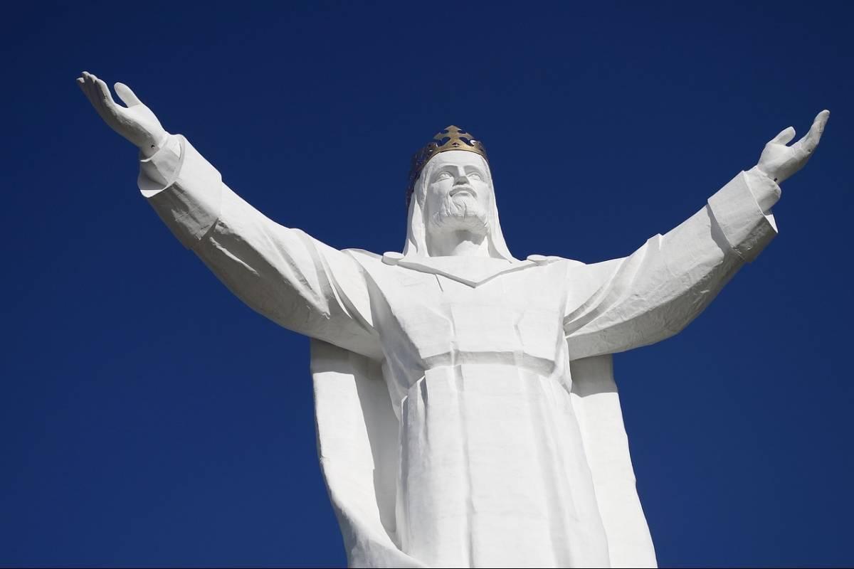 Polémica por estatua de Jesucristo en Polonia que le da señal de Wi-Fi a aldeas cercanas
