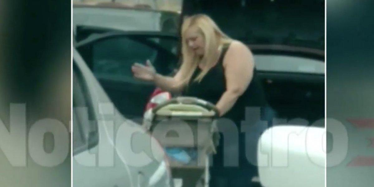 Captan a mujer golpeando a un bebé varias veces