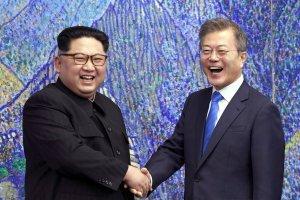 Kim Jong-un, líder norcoreano y Moon Jae-in. líder sudcoreano